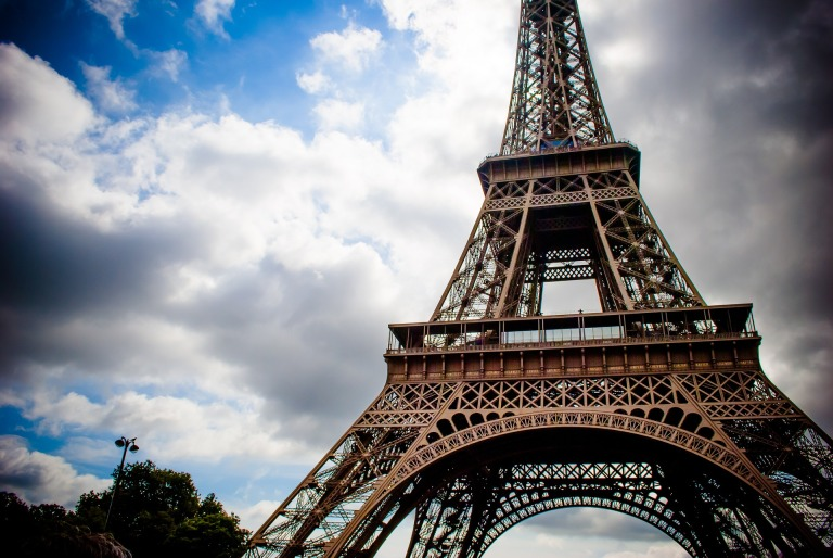 eiffel-tower-975002_1920